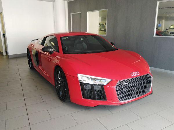 Audi V10 plus quattro